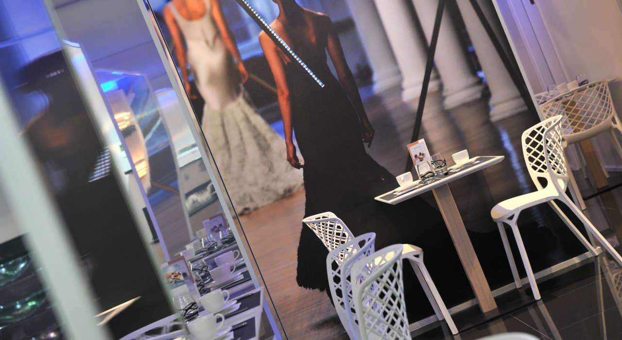 Ambiance Défilés  Salle De Petit Déjeuner Dr Hôtel Mercure Place D Italie