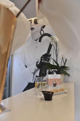 Haute Couture Au Mur Dr Hôtel Mercure Place D Italie